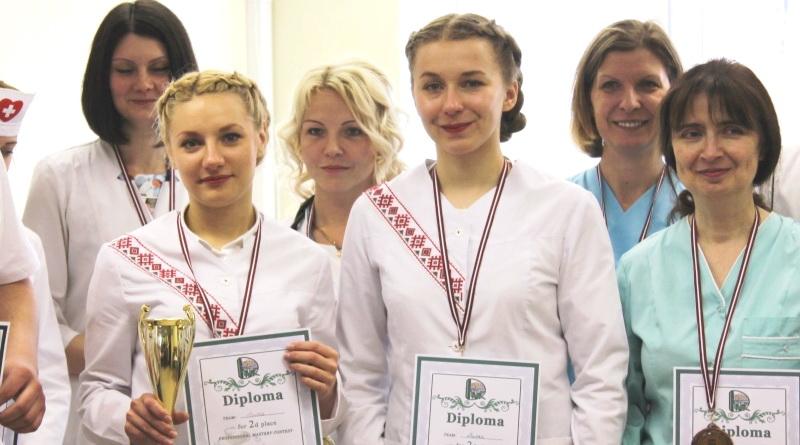 Елизавета Фицкевич и Екаретина Берестень в центре