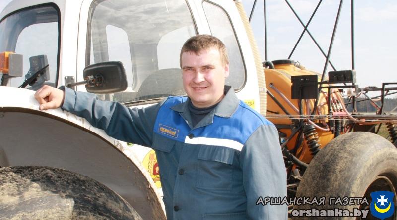 Трактарыст-машыніст Дзмітрый Новікаў
