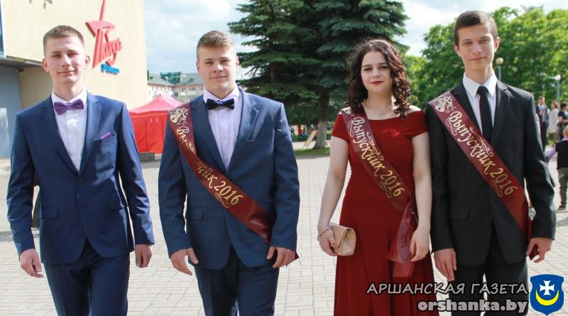 Выпускники средней школы №13 Савелий Коновалов, Глеб Болотников, Мария Баракова и Сергей Щербаков
