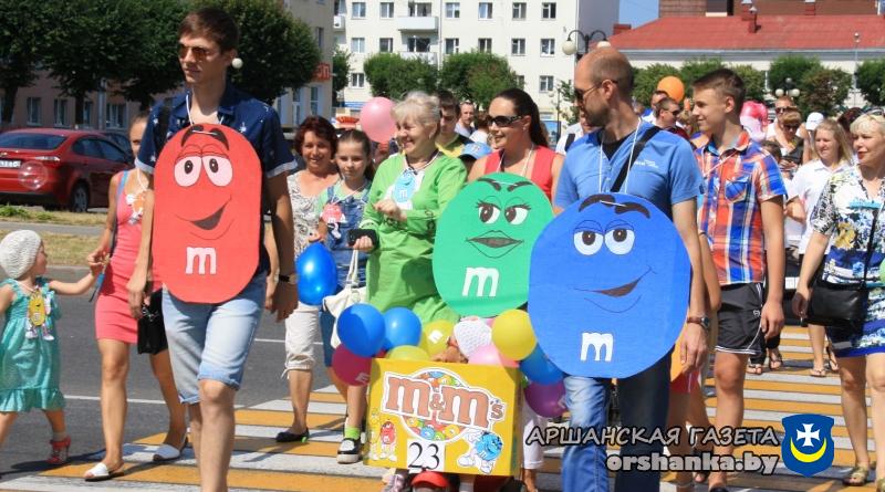 Море детских улыбок и безграничная фантазия мам и пап: в Орше прошел «Парад авто-беби-2016» (+фото)