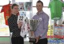 Кубок и майка горного короля Станислава Божкова пополнили выставку спортивных достижений в Ледовой арене