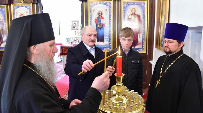 Александр Лукашенко посетил храм Преображения Господня в Барани