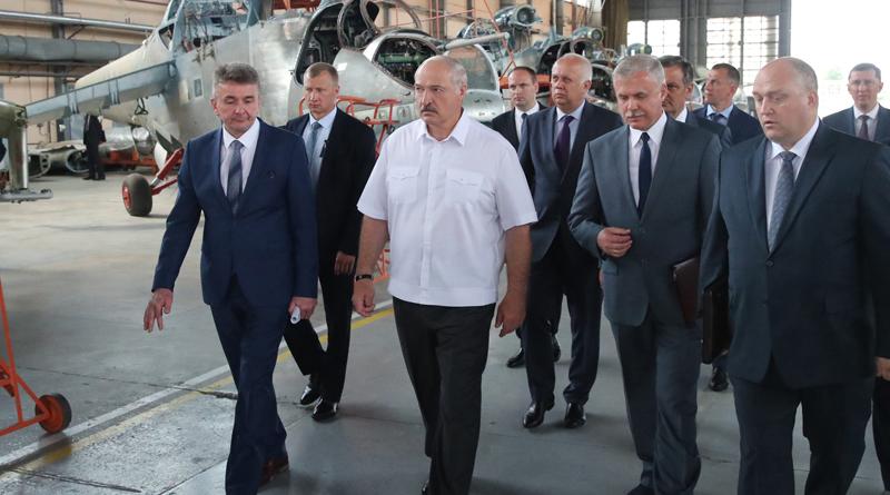 Александр Лукашенко посетил Оршанский авиаремонтный завод