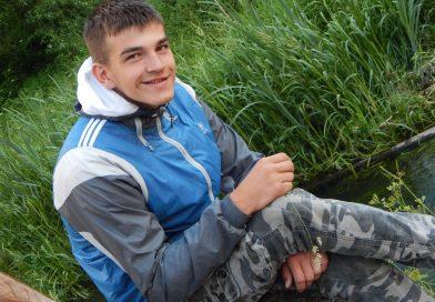 Олег всегда улыбается, несмотря на онкологию и ампутацию руки. Ему не нужна жалость, ему нужна помощь