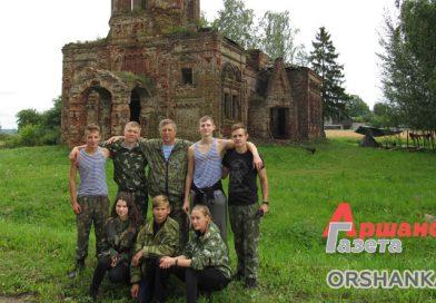 Воспитанники военно-патриотического клуба «Русичи» навели порядок вокруг разрушенной церкви в Высоком | видео