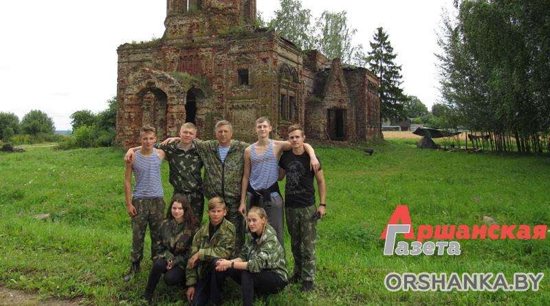 Воспитанники военно-патриотического клуба «Русичи» навели порядок вокруг разрушенной церкви в Высоком   видео
