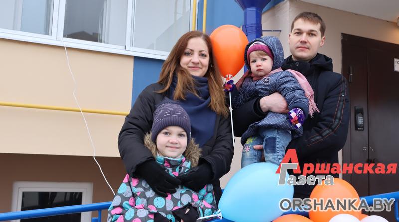 Новоселье для 40 семей: ключи от квартир в Андреевщине вручили оршанским медработникам   фото