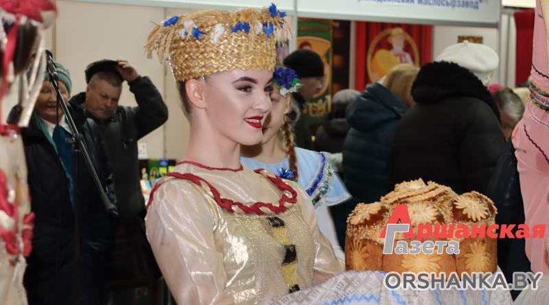 В ГЦК «Победа» открылась ярмарка «Святочны кірмаш»   фото