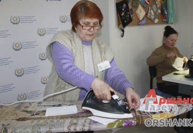 Марлевые маски для соцработников шьют в мастерской отделения ТЦСОН Оршанского района