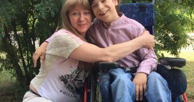 Ваня Дубогрий пережил 11 операций. Чтобы начать ходить, ему нужна реабилитация в польской клинике