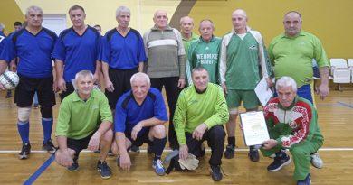 В спорткомплексе «Олимпиец» прошел матч между ветеранами футбола