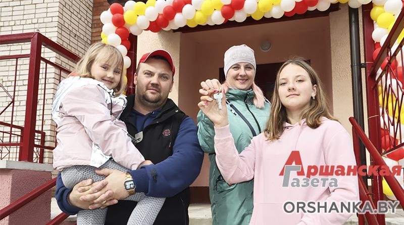 Три семьи работников льнокомбината получили арендное жилье