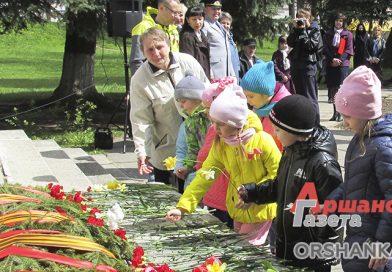 Работники Оршанского льнокомбината вышли на митинг-реквием в честь Великой Победы | фото