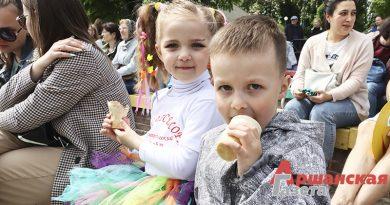 В Орше прошел традиционный праздник мороженого и сладкоежки | фото