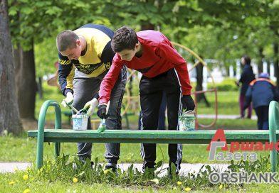 В городском парке Барани облагородили детскую площадку