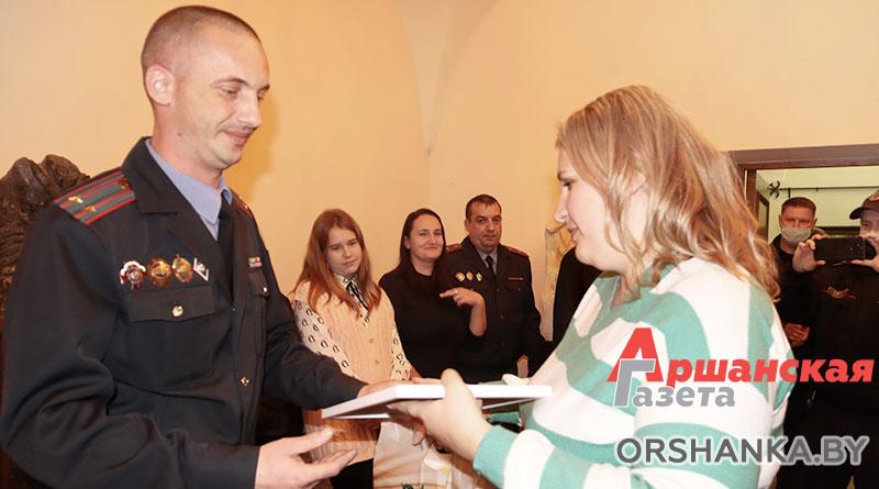 В Орше многодетные семьи сотрудников милиции принимали поздравления